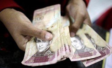 У Венесуели закінчилися кошти на виготовлення грошей