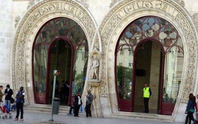 У Португалії любитель селфі розбив 126-річну статую короля