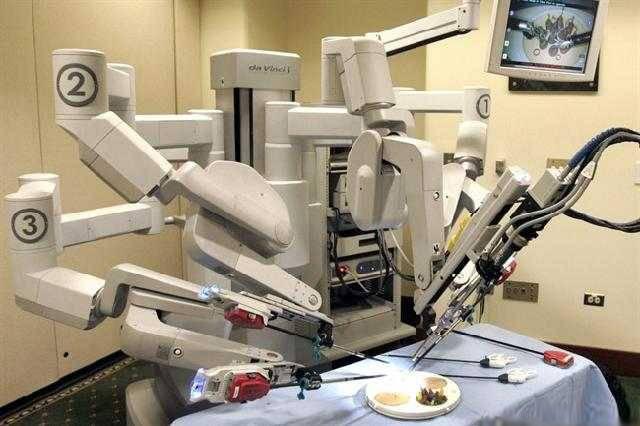 Автономний робот-хірург прооперував свиню