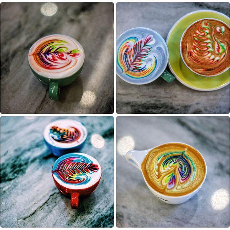 У Лас-Вегасі бариста створює різнокольорові малюнки в чашці з кавою