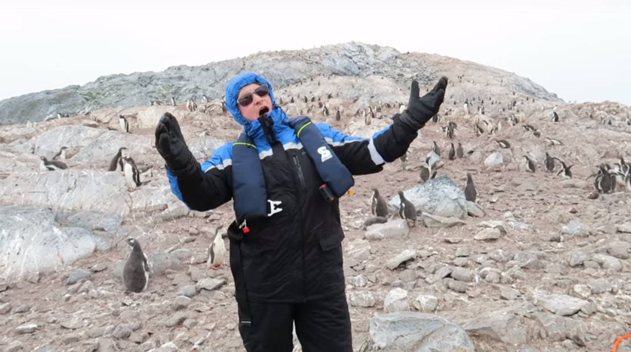Британський оперний співак розполохав пінгвінів своїм співом (відео)