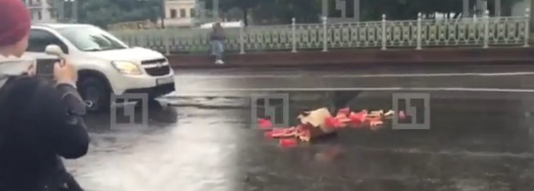 Водій, що загубив секс-іграшки, спровокував пробку в центрі Москви (відео)