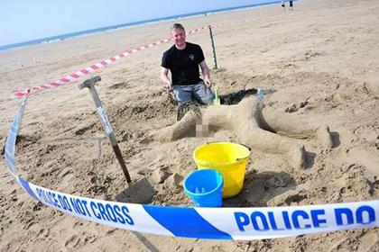 Британські поліцейські виграли конкурс аматорських скульптур, зліпивши фігуру голої вбитої жінки