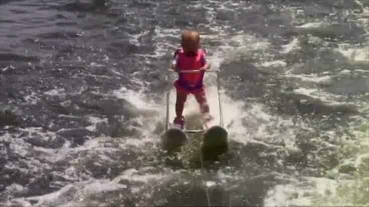Шестимісячна американка встановила світовий рекорд на водних лижах (відео)