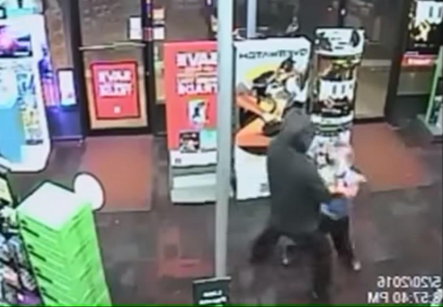 Семирічний хлопчик дав відсіч грабіжникові (відео)