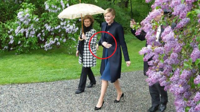 Дружину Президента Польщі відобразили на фото з трьома руками