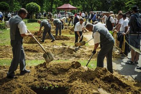 В Угорщині пройшов чемпіонат копачів могил