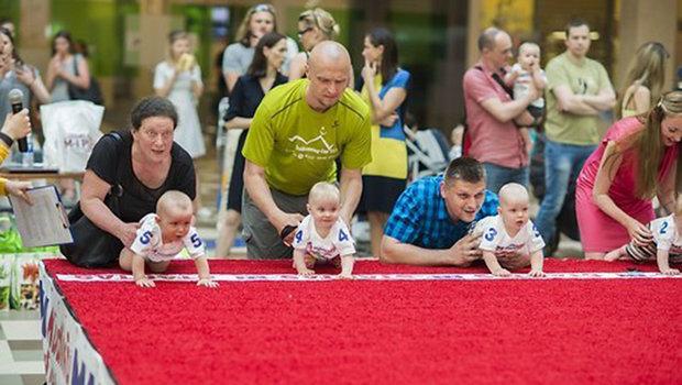 Гонку карапузів у Литві виграв 10-місячний малюк