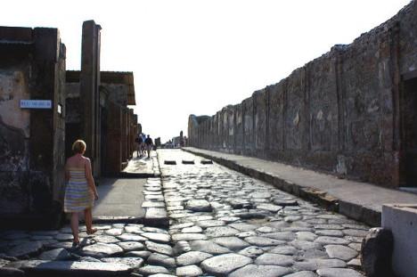 Влада Помпей хоче залучити біженців до догляду за історичними руїнами