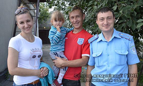 Волинські поліцейські повернули батькам загублену дитину
