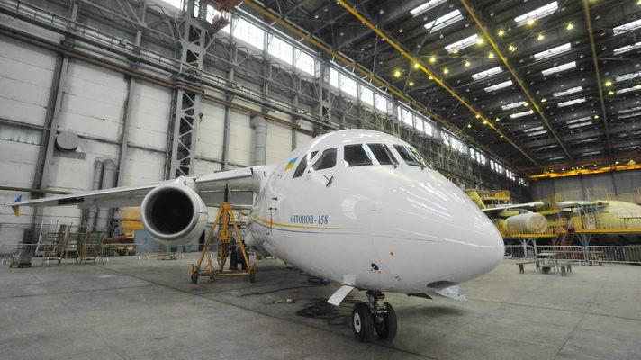 """Авіаконцерн """"Антонов"""" не випустить в 2016 році жодного літака через брак комплектуючих деталей"""