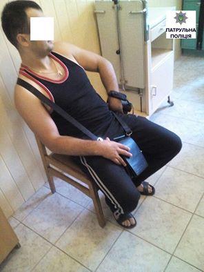 Луцькі патрульні затримали «журналіста» напідпитку, який порушував громадський спокій