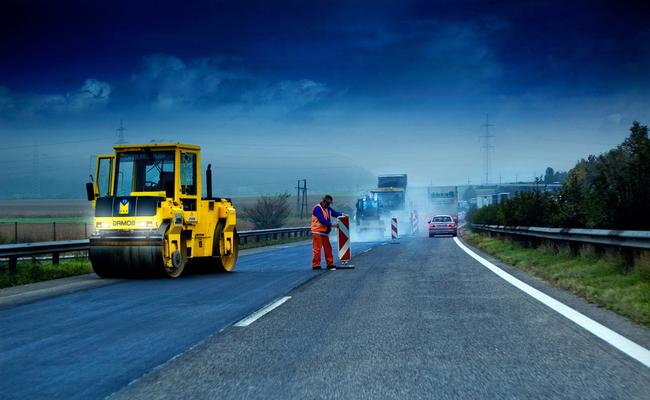 Уряд планує з квітня наступного року розпочати повномасштабне будівництво доріг