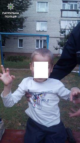Патрульні Луцька знайшли матір хлопчика, який кілька годин гуляв на холоді напівроздягненим