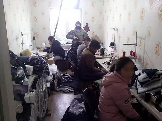 На Одещині виявлено шість цехів з пошиття брендових товарів (відео)