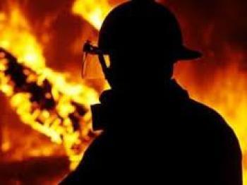 У Луцьку рятувальники винесли пенсіонерку із охопленої пожежею квартири