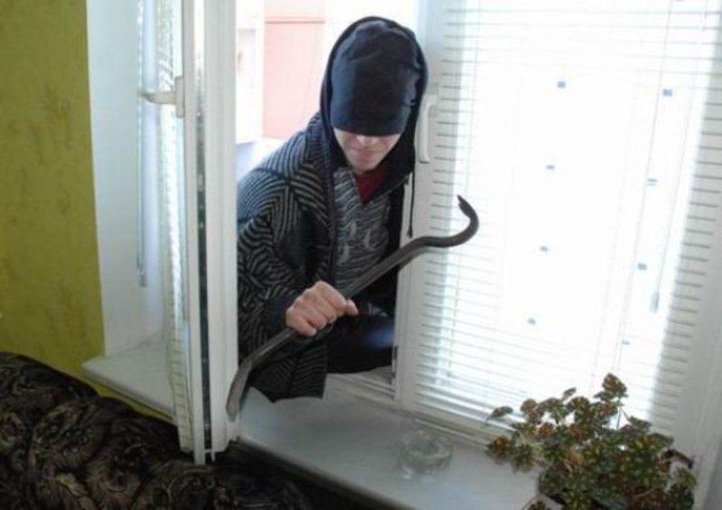 У Луцьку поліцейські «на гарячому» затримали крадія продуктів харчування