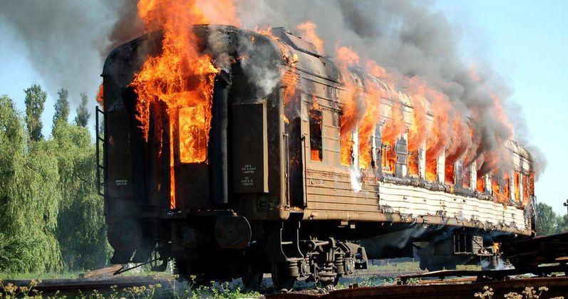 На Волині прикордонники витягнули машиніста з палаючого потягу