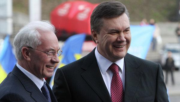 На рахунках Януковича і Азарова в Ощадбанку зберігається понад мільярд доларів