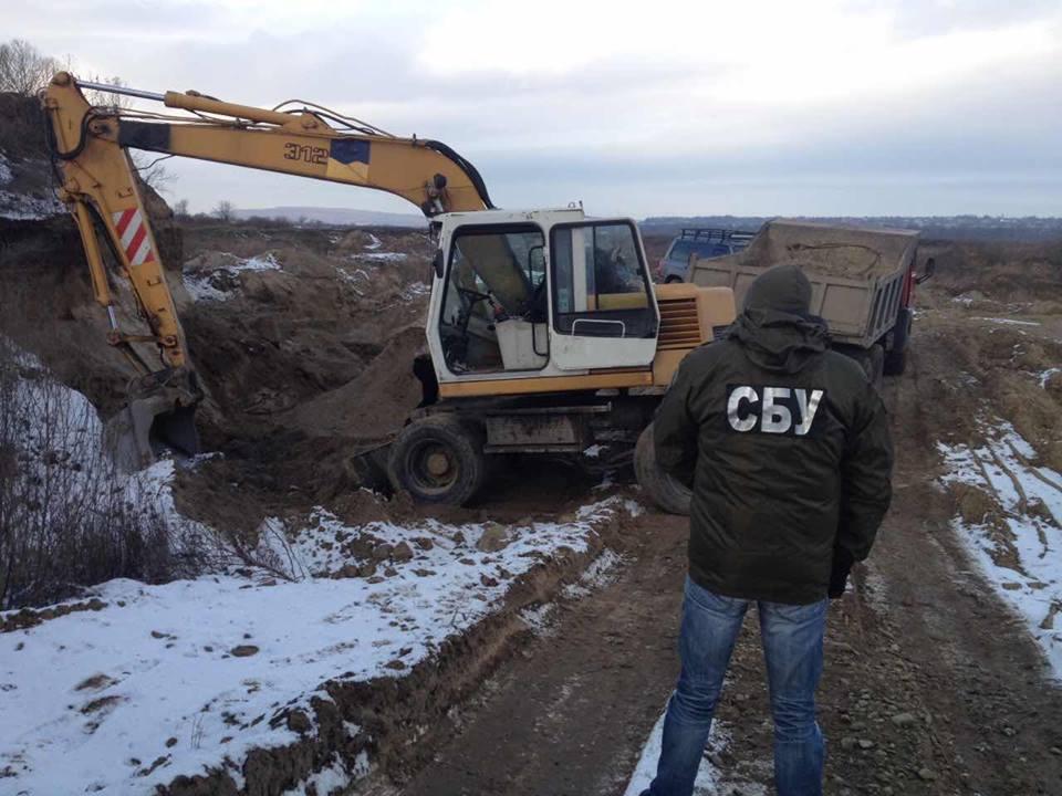 На Буковині припинено нелегальний видобуток гравійно-піщаної суміші