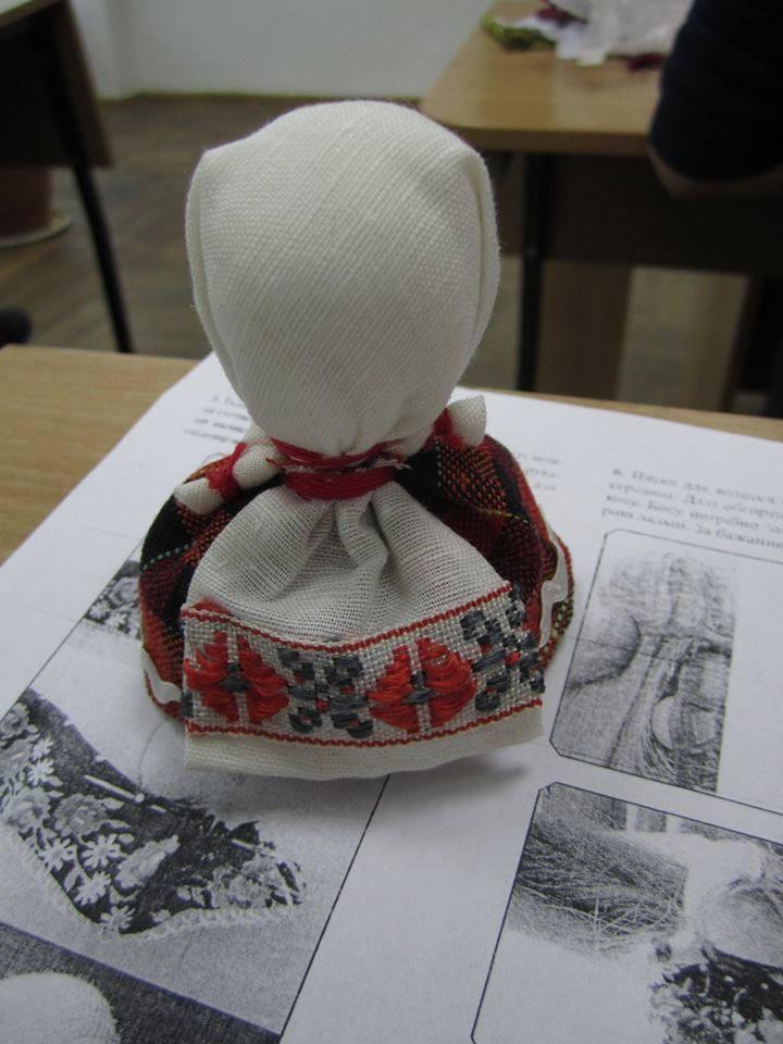 У СНУ ім. Лесі Українки відбувся майстер-клас із виготовлення ляльки-мотанки