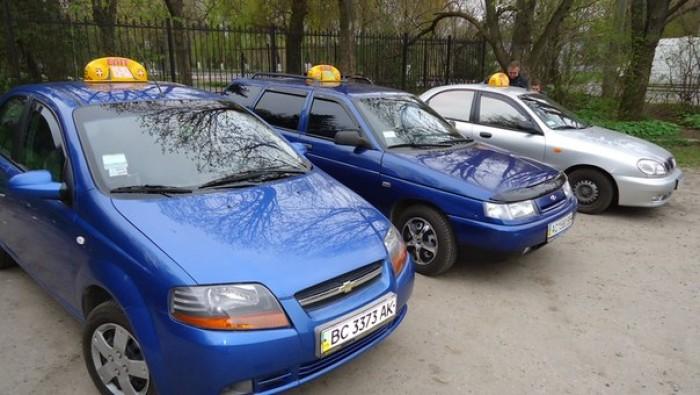 До нового року у Луцьку 75% стоянок таксі будуть обладнані дорожніми знаками та дорожньою розміткою