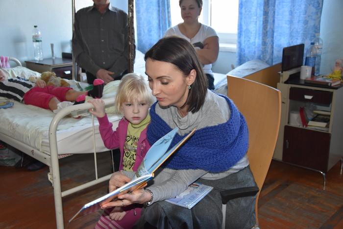 Секретар Луцької міськради Юлія Вусенко вручила подарунки маленьким пацієнтам