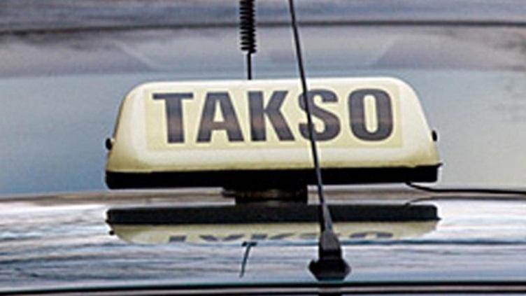 В Естонії таксист в ході сварки переїхав ногу клієнта