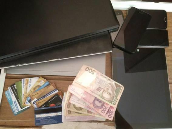 На Херсонщині шахраї «продавали» українцям неіснуючі товари