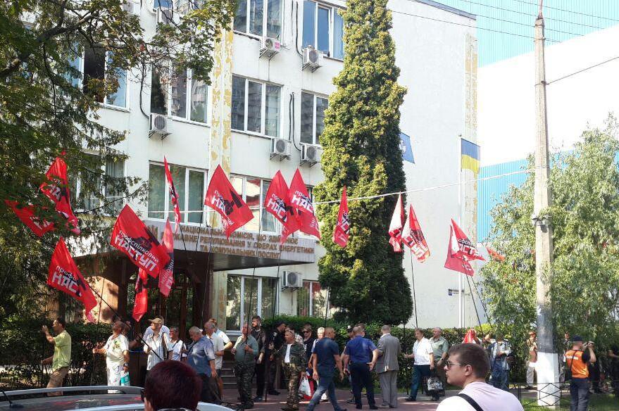 Профспілки зірвали засідання, на якому планувалось  підняти людям абонплату за газ