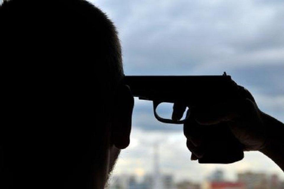 Батько застрелився на очах у доньки (відео)
