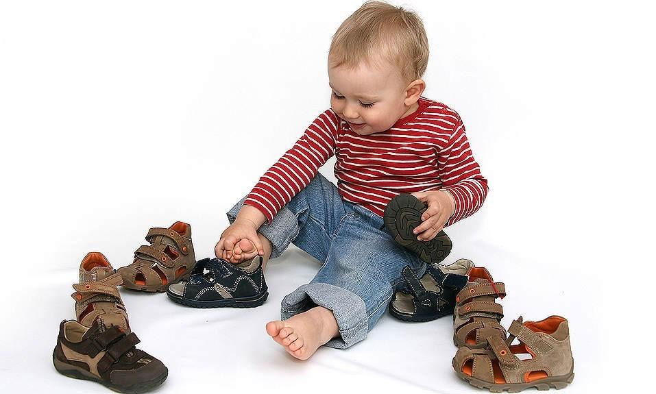 Як правильно обрати взуття для дитини  e267aa8b5b629