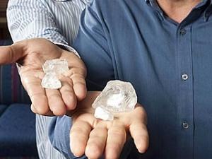 У ПАР знайшли унікальний білий алмаз завбільшки з куряче яйце