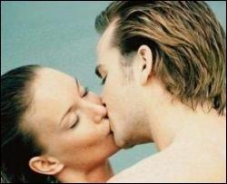 Поцілунки підвищують імунітет і продовжують життя