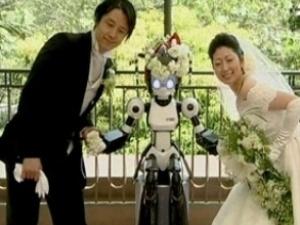 В Японії робот провів церемонію вінчання