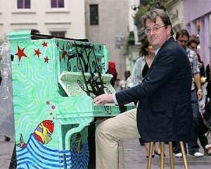 У Лондоні з'явилися вуличні піаніно