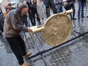 У Чернівцях відкрили пам'ятник невідомому корупціонеру