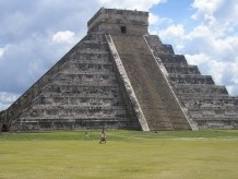 Мексиканські селяни під час посадки авокадо відкопали піраміду