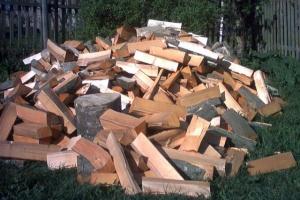 У Білорусі видають зарплату дровами
