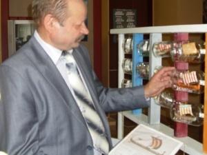 Виставку міні-вітрильників у пляшках презентували у Луцьку