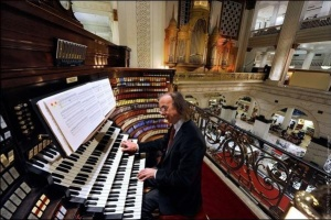 Гігантський орган звучить двічі на день