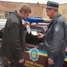У Росії жінка-водій покусала інспектора