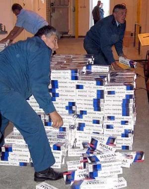 Корейського дипломата затримали з контрабандою цигарок