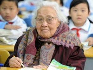 У китайській школі з'явилася 102-літня першокласниця