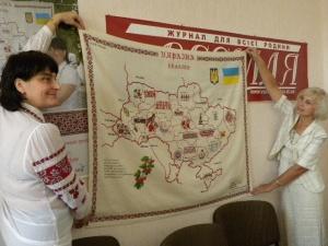 Півсотні волинян вишивали карту України