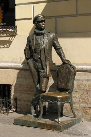 В Одесі поставили пам'ятник Остапу Бендеру