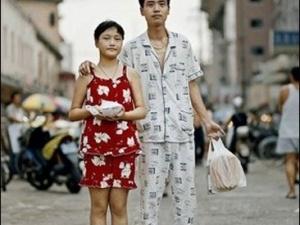 Влада Шанхаю бореться з любителями погуляти містом у піжамах
