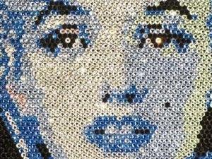 Британські художники роблять картини з діамантів