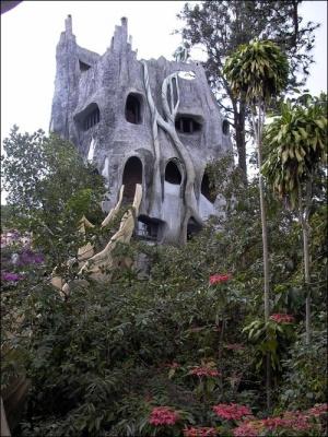 В'єтнамський готель має форму дерева