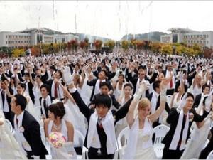 В Південній Кореї одночасно одружилися 20 тисяч людей